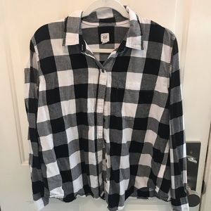 Black and white Gap buffalo plaid button down
